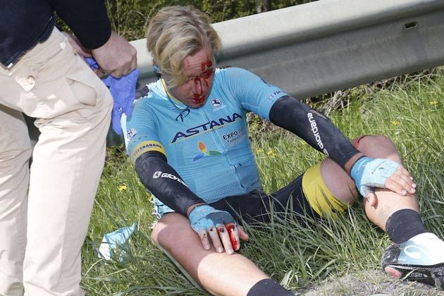 Michael Valgren crash fleche wallonne