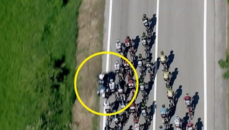 Team Sky crash Giro 2017 stage 9