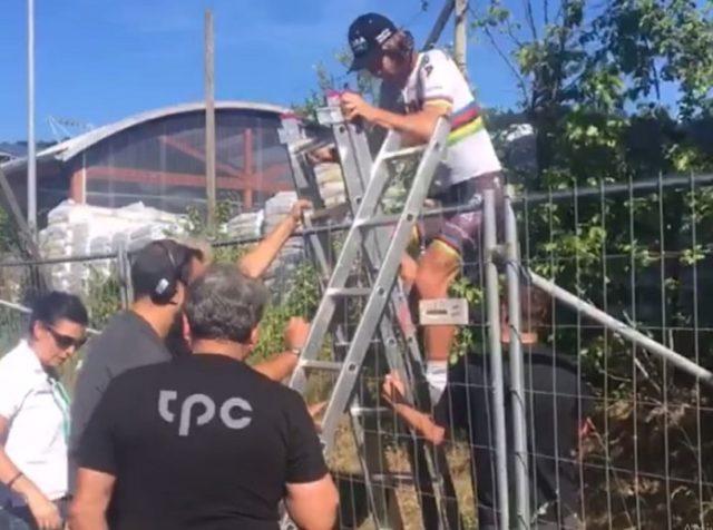 Peter Sagan fence climb tour de suisse