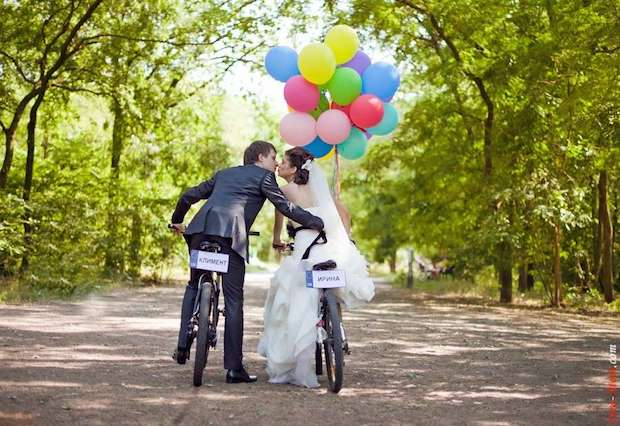 couple weding bicycle