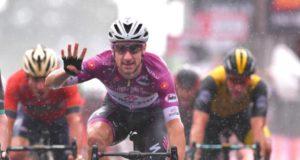 Elia Viviani wins stage 17 giro d'italia 2018