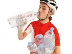 cyclist drinking water boost performance