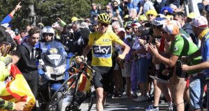 Chris Froome running tour de france