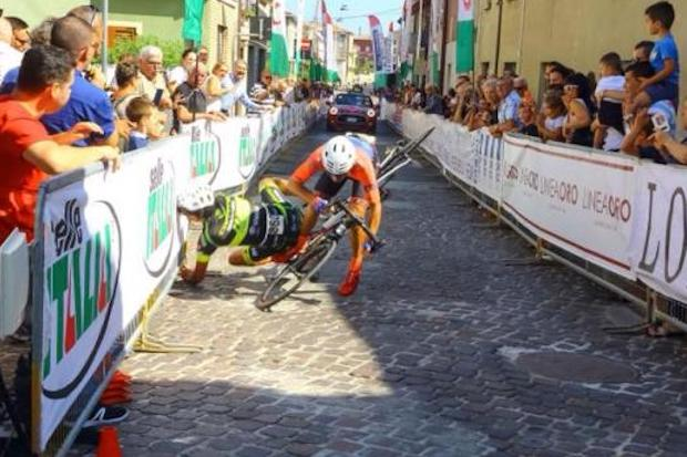 Damiano Trivarelli and Stefano Zoppi sprint crash granfondo