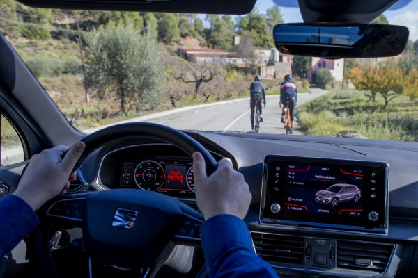 SEAT Tarraco cyclists
