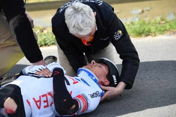 Warren Barguil crash paris nice 2019